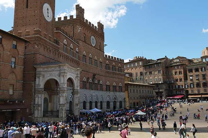 Mille Miglia: Siena Rathaus