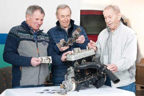 DKW-Oldtimer im Neuaufbau: Die Mechaniker mit dem Motor