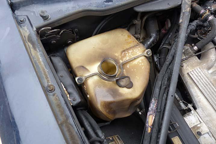 Jaguar-Brand: die Schäden unter der Motohaube