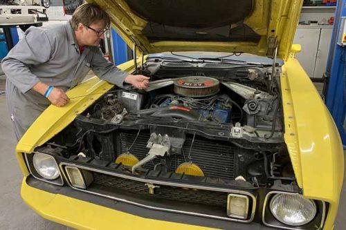 Ford Mustang Mach 1 Oldtimer in der Werkstatt