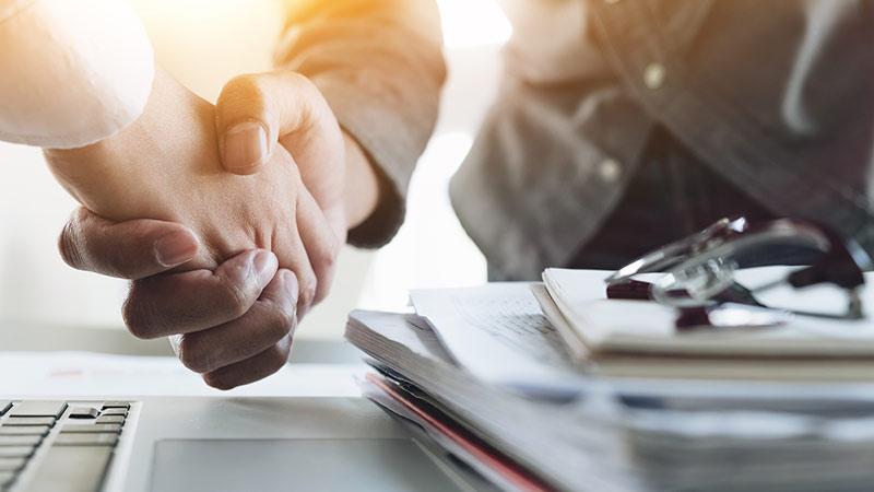 Handschlag im Business-Kontext